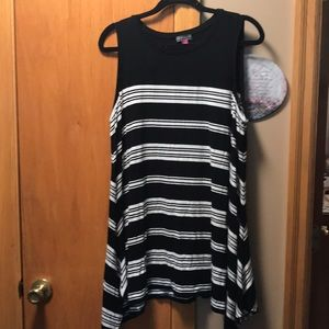 Vince Camuto Long Sleeveless Top size 1X